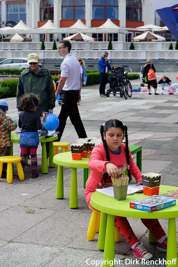 Spielplatz am Platz vor der Mole in Sopot (Zoppot), Woiwodschaft Pommern (Wojew&oacute;dztwo pomorskie), Polen, Europa<br /> playground near pier of  Sopot, Poland, Europe