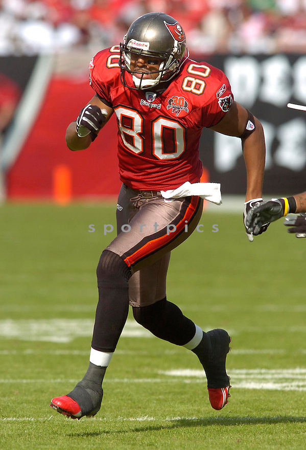 Michael Clayton, of the  Tampa Bay Buccaneers, in action during their game against the Chicago Bears on November 27, 2005.  .Chris Bernachhi / SportPics..Bears win 13-10