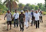 INDIA Chhattisgarh, Prof. Anil Gupta and NGO SRISTI discover on the walking tour Shodh Yatra local knowledge and inventions in the tribal villages of Bastar / INDIEN Chhattisgarh , Prof. Anil Gupta und sein Team der NGO SRISTI erforschen lokales Wissen, Biodiversitaet und Erfindungen der lokalen Bevoelkerung auf der Shodh Yatra einer Wandertour durch Adivasi Doerfer in der Bastar Region