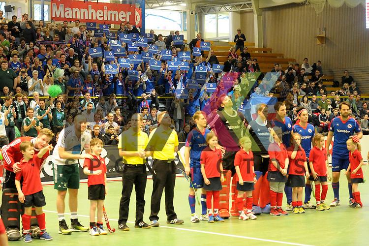 GER - Luebeck, Germany, February 06: Teams line up prior the 1. Bundesliga Herren indoor hockey semi final match at the Final 4 between Uhlenhorst Muelheim (white) and Mannheimer HC (blue) on February 6, 2016 at Hansehalle Luebeck in Luebeck, Germany.  Final score 2-3 (HT 7-5). <br /> <br /> Foto &copy; PIX-Sportfotos *** Foto ist honorarpflichtig! *** Auf Anfrage in hoeherer Qualitaet/Aufloesung. Belegexemplar erbeten. Veroeffentlichung ausschliesslich fuer journalistisch-publizistische Zwecke. For editorial use only.