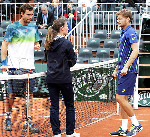01.06.2016. Roland Grros, Paris, France. French Open tennis tournament. Coin toss for David Goffin against Gulbis with the match refere pre-game