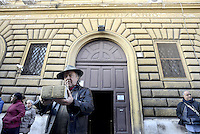 Pietre d'Inciampo,Stolpersteine, davanti il carcere di  Regina Coeli per Jean Bourdet e Paskvala Blesevic prigionieri politici e deportati a Mauthausen.Sampietrini rivestiti d'una placca d'ottone lucente incastonati a terra di fronte ai portoni di deportati e vittime del nazismo. L'idea è dell'artista tedesco Gunther Demnig nell'ambito del progetto «Memorie d'Inciampo a Roma» che prevede in vari Municipi il posizionamento di pietre , ciascuna dedicata ad un deportato per ragioni razziali, politiche e militari, di fronte alle loro abitazioni.<br /> Stumbling stones in front of the Regina Coeli prison for Jean Bourdet and Paskvala Blesevic political prisoners and deported to Mauthausen.Covered cobblestones of a shiny brass plaque embedded in the ground in front of the gates of deportees and victims of Nazism. The artist Gunther Demnig provides in various municipalities placement of stones, each dedicated to a deported for racial, political and military, in front of their houses.