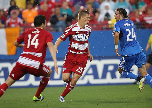 FRISCO, TX: Walker Zimmerman #25 of FC Dallas in action against the San Jose Earthquakes at FC Dallas Stadium in Frisco, Texas on May 25,2013 (Photo Rick Yeatts)