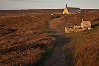 Europe/France/Bretagne/29/Finistère/Cléden-Cap-Sizun::  Pointe de Van: Chapelle Saint They - XVème siècle  et sa fontaine dans la lande