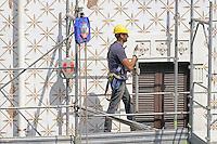 - Milano, operai edili su di un ponteggio<br /> <br /> - Milan, construction workers on a scaffold