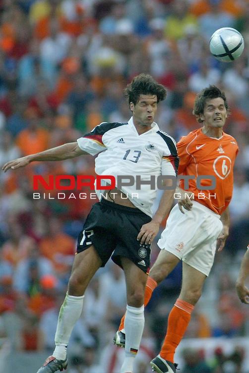 Europameisterschaft 2004 Portugal<br /> <br /> Deutschland - Niederlande<br /> <br /> Kopfballduell zwische Michael Ballack und Philipp Cocu<br /> <br /> Foto &copy; nordphoto<br /> <br /> <br /> <br /> <br /> <br /> <br /> <br />  *** Local Caption *** Foto ist honorarpflichtig! zzgl. gesetzl. MwSt.<br /> <br />  Belegexemplar erforderlich<br /> <br /> Adresse: nordphoto<br /> <br /> Georg-Reinke-Strasse 1<br /> <br /> 49377 Vechta<br /> <br /> Telefon: 04441-89400 / Fax: 04441-894022
