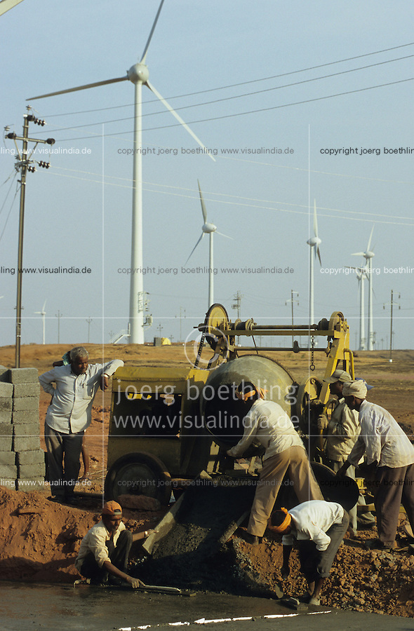 INDIA Maharashtra Sathara , construction of wind turbines Enercon E-40 in wind park Sathara / INDIEN Sathara, Aufbau von Windturbinen Enercon E-40 des deutsch indischen Joint Venture Enercon India Ltd. - MORE IMAGES ON THIS SUBJECT AVAILABLE!!
