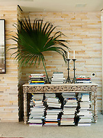The wall in the living area is made of stacked S?o Tomé stone, a traditional Brazilian building material
