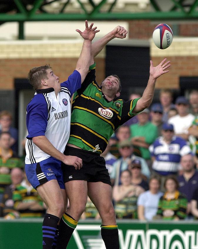 Photo. Richard Lane. .Northampton v Bath. Zurich Premiership. 23/9/2000.Dan Lyle and Jon Phillips get up for a high ball at a restart.