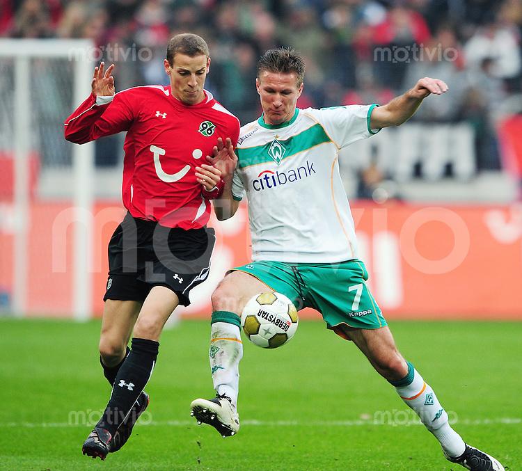FUSSBALL   1. BUNDESLIGA   SAISON 2008/2009   9. SPIELTAG Hannover 96 - SV Werder Bremen                         25.10.2008 Jan SCHLAUDRAFF (li, Hannover) gegen Jurica VRANJES (re, Bremen)