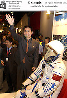 China's first astronaut Yang Liwei meets with members of the public at the Hong Kong Science Museum, Hong Kong.<br /> 02-NOV-03
