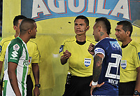 BOGOTA - COLOMBIA - 18 -  02  -  2018: Carlos Mario Herrera (Cent.), arbitro, antes del partido con los capitanes Juan Guillermo Dominguez (Der.) de Millonarios y Macnelly Torres (Izq.) de Atletico Nacional, durante partido de la fecha 4 entre Millonarios y Atletico Nacional, por la Liga Aguila I 2018, jugado en el estadio Nemesio Camacho El Campin de la ciudad de Bogota. / Carlos Mario Herrera (C), referee, before the match with the captains Juan Guillermo Dominguez (L) from Millonarios and Macnelly Torres (R) from Atletico Nacional, during a match of the 4th date between Millonarios and Atletico Nacional, for the Liga Aguila I 2018 played at the Nemesio Camacho El Campin Stadium in Bogota city, Photo: VizzorImage / Luis Ramirez / Staff.