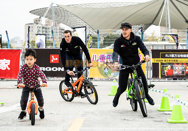 Mathew Hayman (AUS) and Matteo Trentin (ITA) Mitchelton-Scott with young fans at the end of the 2018 Shanghai Criterium, Shanghai, China. 17th November 2018.<br /> Picture: ASO/Alex Broadway | Cyclefile<br /> <br /> <br /> All photos usage must carry mandatory copyright credit (© Cyclefile | ASO/Alex Broadway)