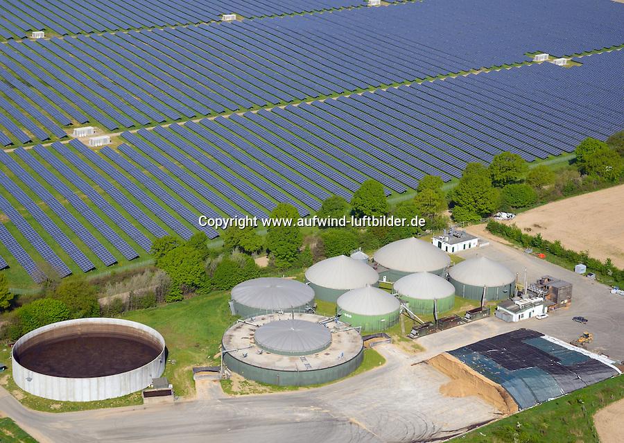 Biogasanlage und Solarfeld: EUROPA, DEUTSCHLAND, SCHLESWIG-HOLSTEIN, SCHWARZENBEK, ELMENHORST 1.05.2014: Biogasanlage und Solarfeld