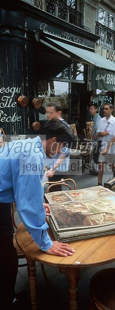 Europe/France/Rhône-Alpes/69/Rhone/Lyon: Bibliothéquaire , Marché aux livres Quai de la Poissonnerie [Non destiné à un usage publicitaire - Not intended for an advertising use]