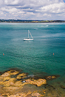 Sailing boat in the Bay of Islands seen from Tapeka Point, Russell, Northland Region, North Island, New Zealand
