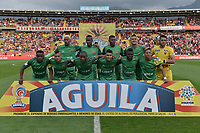 BOGOTA - COLOMBIA, 04-02-2018: Jugadores de América posan para una foto previo al encuentro entre Independiente Santa Fe y América de Cali por la final del Torneo Fox Sports 2018 jugado en el estadio Nemesio Camacho El Campin de la ciudad de Bogotá. / Players of America pose to a photo prior the match between Independiente Santa Fe and America de Cali for the final of the Fox Sports  Tournament 2018 played at Nemesio Camacho El Campin Stadium in Bogota city. Photo: VizzorImage / Gabriel Aponte / Staff.