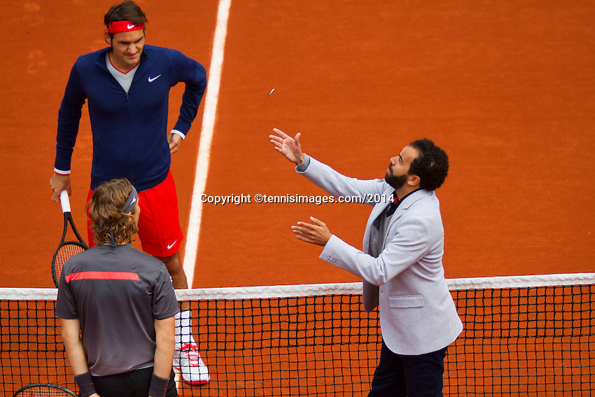 France, Paris, 25.05.2014. Tennis, Roland Garros, Toss with Roger Federer ( SUI) and Lukas Lacko (SVK) foreground<br /> Photo:Tennisimages/Henk Koster