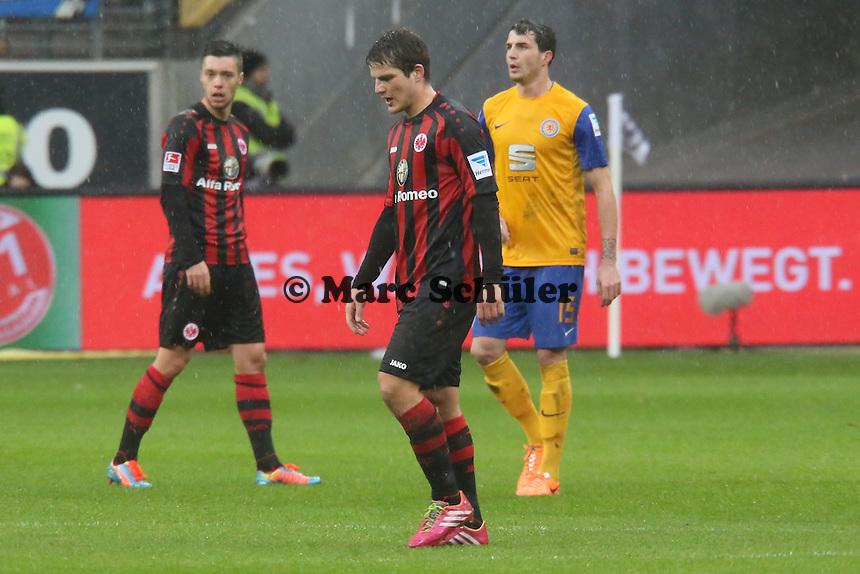 Pirmin Schwegler (Frankfurt) muss verletzt vom Platz - Eintracht Frankfurt vs. Eintracht Braunschweig, Commerzbank Arena
