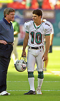 Olindo Mare iprepares before the Jets defeated the Dolphins 20-3 in Miami , FL on November 19, 2000. (Photo by Brian Cleary / www.bcpix.com)