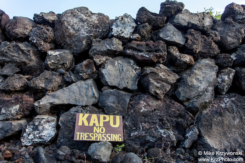"""Kapu"" sign along rock wall at Hikiau Heiau, Kealakekua Bay, Big Island, Hawaii"