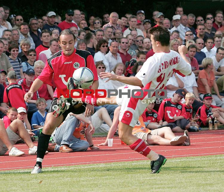 BL 2004/2005 -  Freundschaftsspiel<br /> <br /> Hannover 96- CSKA Sofia<br /> Emil Gargorov 23 vor Ricardo Sousa / Hannover (li)<br /> <br /> Foto &not;&copy; nordphoto <br /> <br />  *** Local Caption *** Foto ist honorarpflichtig! zzgl. gesetzl. MwSt.<br />  Belegexemplar erforderlich<br /> Adresse: nordphoto<br /> Georg-Reinke-Strasse 1<br /> 49377 Vechta