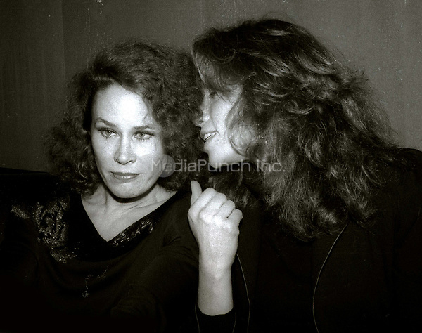 Karen Black and Carly Simon 1982<br /> Photo By Adam Scull/PHOTOlink/MediaPunch
