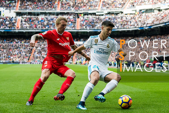 Marco Asensio Willemsen (r) of Real Madrid fights for the ball with Simon Kjaer of Sevilla FC during the La Liga 2017-18 match between Real Madrid and Sevilla FC at Santiago Bernabeu Stadium on 09 December 2017 in Madrid, Spain. Photo by Diego Souto / Power Sport Images