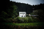 Kawamata, May 30 2011 -.(eng) The factory had 29 employees before the accident. Everyone except one came back to work when it reopened mid-April. They made the choice to keep their job, instead of flewing from radioactivity...(fr)L'usine compte 29 employes. Tous sauf un sont revenus travailler a la reouverture, 1 mois apres l'accident. Ils ont fait le choix de ne pas perdre leur emploi quit a courir le risque de mettre en danger leur santé.