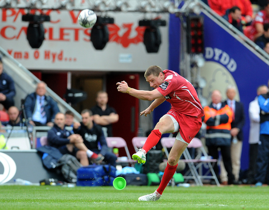 Scarlets' Rhys Priestland converts his sides first try<br /> <br /> Photographer Ian Cook/CameraSport<br /> <br /> Rugby Union - Guinness PRO12 - Scarlets v Cardiff Blues - Sunday 10th May 2015 - Parc y Scarlets - Llanelli<br /> <br /> &copy; CameraSport - 43 Linden Ave. Countesthorpe. Leicester. England. LE8 5PG - Tel: +44 (0) 116 277 4147 - admin@camerasport.com - www.camerasport.com