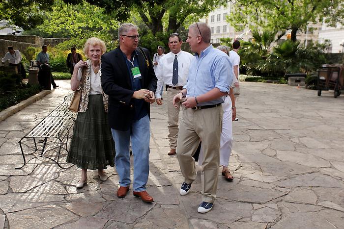 Television and radio host Glenn Beck, right, takes a tour of the Alamo, Wednesday, April 15, 2009, in San Antonio. (Darren Abate/pressphotointl.com)