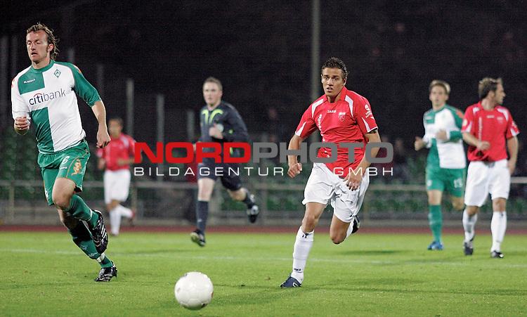 RLN 2007/2008 Hinrunde 07. Spieltag Nachholspiel 10.10.07<br /> Werder Bremen U23 gegen Kickers Emden<br />  <br /> <br /> Dominic Peitz (Bremen #6) im Zweikampf mit Thomas Klasen (Emden #9)<br /> <br /> <br /> Foto: &copy; nph ( nordphoto )