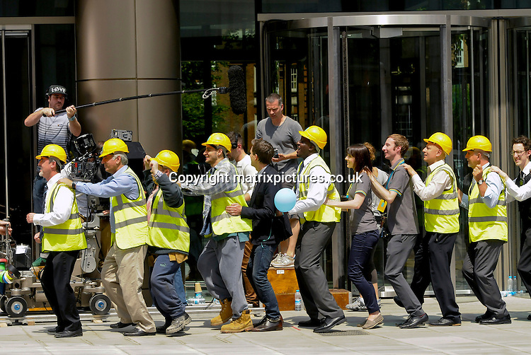 EXCLUSIVE ALL ROUND PICTURE: MATRIXPICTURES.CO.UK<br /> PLEASE CREDIT ALL USES<br /> <br /> WORLD RIGHTS<br /> <br /> American actor Kevin Bacon is pictured filming on location, dancing the Conga with several actors dressed as builders, in Central London.<br /> <br /> Given the comical nature of the production, it is most likely a new television advertisement for EE Mobile, with whom he has a promotional contract.<br />  <br /> Kevin was kept cool between takes by an assistant using an umbrella to keep the sun off him.<br /> <br /> JUNE 19th 2013<br /> <br /> REF: PSE 134201