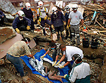 1/28/99 AL DIAZ/HERALD STAFF--COLOMBIAN EARTHQUAKE, Miami-Dade Fire Rescue. Armenia