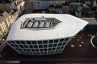 Architecte : Christian de Portzamparc, 2006..Equipement multi-culturel, bibliotheque, musee, salle de conference et cite des sciences..Prise de vue depuis le haut de la tour de la Securite Sociale.