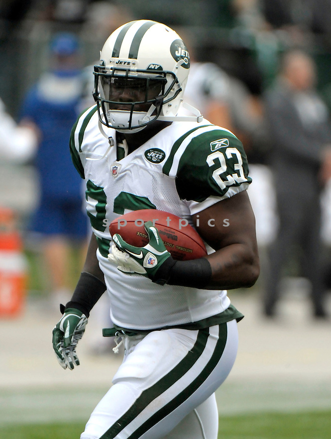 SHONN GREENE, of the New York Jets, in action during the Jets game against the Oakland Raiders on September 25, 2011at O.co Stadium in Oakland, CA. The Raiders beat the Jets 34-24.