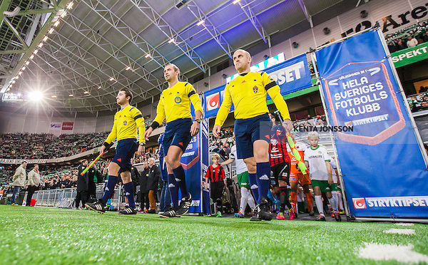 Stockholm 2014-10-21 Fotboll Superettan Hammarby IF - &Ouml;stersunds FK :  <br /> domare Jim Petersson p&aring; v&auml;g in p&aring; Tele2 Arena inf&ouml;r matchen mellan Hammarby IF och &Ouml;stersunds FK tillsammans assisterande domare Andreas S&ouml;derkvist och assisterande domare Andreas Bj&ouml;rkman <br /> (Foto: Kenta J&ouml;nsson) Nyckelord:  Superettan Tele2 Arena Hammarby HIF Bajen &Ouml;stersund &Ouml;FK domare referee ref inomhus interi&ouml;r interior