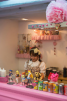 Princess crêpes (crêpes kawai, servies par une Japonaise). Prix vraiment streetfood et parfums régressifs à souhait : cheesecake fraise, nutella, tiramisu, matcha, 3 rue des Ecouffes 75004 Paris