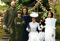 The Railway Children (1970) <br /> Jenny Agutter, Sally Thomsett, Gary Warren, Iain Cuthbertson &amp; Dinah Sheridan<br /> *Filmstill - Editorial Use Only*<br /> CAP/KFS<br /> Image supplied by Capital Pictures