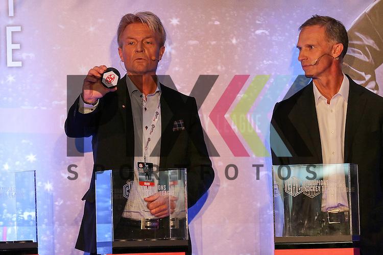 Anders Ternbom (Board Chairman CHL) (links) zieht den Gegner KAC Klagenfurt (AUT) f&uuml;r Red Bull M&uuml;nchen in Gruppe Gruppe 8, Dominik Hasek (former CZE &amp; NHL Goalie)(rechts)  bei der Auslosung der CHL Season Group Draw 2015/2016.<br /> <br /> Foto &copy; P-I-X.org *** Foto ist honorarpflichtig! *** Auf Anfrage in hoeherer Qualitaet/Aufloesung. Belegexemplar erbeten. Veroeffentlichung ausschliesslich fuer journalistisch-publizistische Zwecke. For editorial use only.
