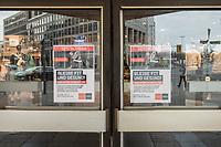 """Die Auswirkungen der Corona-Krise sind nach Inkrafttreten der Anordnung des Berliner Senats, wonach nur noch Versorgungsgeschaefte die fuer den taeglichen Bedarf notwendig sind geoeffnet sein duerfen (Lebensmittelgeschaefte, Apotheken, Drogerien, Zeitungsgeschaefte), im oeffentlichen Leben deutlich sichtbar.<br /> Im Bild: Hinweisschilder ueber die Schliessung am Sportkaufhaus """"Karstadt-Sport / SportScheck"""" in der Berliner Innenstadt.<br /> 19.3.2020, Berlin<br /> Copyright: Christian-Ditsch.de<br /> [NUR FUER REDAKTIONELLE ZWECKE! Werbung nur auf Anfrage beim Fotografen. Inhaltsveraendernde Manipulation des Fotos nur nach ausdruecklicher Genehmigung des Fotografen. Vereinbarungen ueber Abtretung von Persoenlichkeitsrechten/Model Release der abgebildeten Person/Personen liegen nicht vor. NO MODEL RELEASE! Don't publish without copyright Christian-Ditsch.de, Veroeffentlichung nur mit Fotografennennung, sowie gegen Honorar, MwSt. und Beleg. Konto: I N G - D i B a, IBAN DE58500105175400192269, BIC INGDDEFFXXX, Kontakt: post@christian-ditsch.de<br /> Bei der Bearbeitung der Dateiinformationen darf die Urheberkennzeichnung in den EXIF- und  IPTC-Daten nicht entfernt werden, diese sind in digitalen Medien nach §95c UrhG rechtlich geschuetzt. Der Urhebervermerk wird gemaess §13 UrhG verlangt.]"""