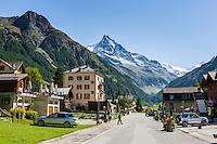 Switzerland, Canton Valais: Zinal at Val de Zinal, at background summit Besso, 3.668 m in the Valais Alps | Schweiz, Kanton Wallis: Zinal im Zinaltal (Val de Zinal), im Hintergrund der Besso, 3.668 m in den Walliser Alpen