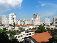 ATENÇÃO EDITOR: FOTO EMBARGADA PARA VEÍCULOS INTERNACIONAIS. – SÃO PAULO - SP –  28 DE NOVEMBRO 2012. CLIMA/TEMPO, depois de uma chuva fraca a zona oeste de São Paulo tem céu aberto e sol forte. FOTO: MAURICIO CAMARGO / BRAZIL PHOTO PRESS.