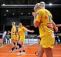 1. Bundesliga Handball Frauen - Punktspiel HC Leipzig (HCL) : DJK / MJC Trier - Arena Leipzig - im Bild: HCL Jubel - Sieg nach Maß - vorn Maria Kiedrowski, die sich den Schweiß wischt. Foto: Norman Rembarz ..
