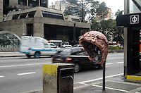 SAO PAULO, 25 DE MAIO DE 2012 - CALL PARADE SP - call parade, intervencao artistica em orelhoes da capital promovida pela Vivo, na Avenida Paulista, regiao central. Com oito circuitos artísticos, a iniciativa tem como principal objetivo chamar a atenção da população para os orelhões e conscientizar a população sobre a importância da preservação dos telefones públicos. FOTO: ALEXANDRE MOREIRA - BRAZIL PHOTO PRESS