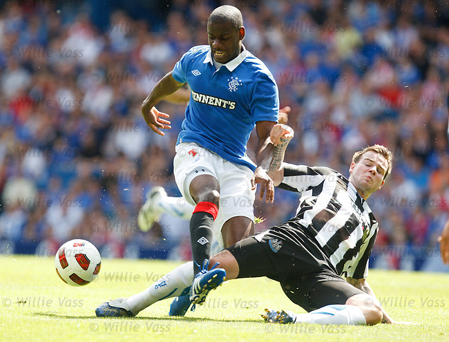 Maurice Edu and Danny Guthrie