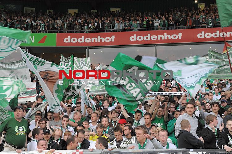 UEFA CUP 2008/2009 <br /> Halbfinale 1/2 Weserstadion 30.04.2009<br /> <br /> Werder Bremen (GER) - HSV Hamburg ( GER ) 0:1<br /> <br /> Werder Fan Kurve Ostkurve - Plakate Fans<br /> <br /> Aufgenommen mit der Hintertorremote Kamera<br /> <br /> <br /> Foto &copy; nph (  nordphoto  )