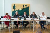 """Abgeordnete der Linkspartei im Deutschen Bundestag luden den ukrainischen Politiker Vasily Volga vom neugegruendeten Zusammenschluss linker Organisationen und Parteien in der """"Allianz Linker Kraefte"""" (ALK) zu einem Fachgespraech ueber die Situation in der Ukraine ein. Vasily Volga, Vorsitzender der ALK, beschrieb die weitreichenden Folgen der Privatisierungen und steigende Armut in seinem Land. Der Zusammenschluss sucht die Kooperation mit westeuropaeischen Linken, tritt fuer einen neutralen Status der Ukraine ein und fordert ein Sofortprogramm gegen die zunehmende Armut in der Ukraine. Die ALK ist in der Ukraine seit ihrer Gruendung im Fruehjahr 2016 Angriffen ausgesetzt. Vasily Volga, ehemaliger Abgeordneter der Partei """"Werchowna Rada"""", wurde bei einem dieser Angriffe selbst verletzt.<br /> Im Bild vlnr.: Inge Hoeger, MdB Linkspartei; Andrej Hunko, MdB Linkspartei; Vasily Volga, ALK; Hanno Harnisch, Pressesprecher Linkspartei; Alexander Neu, MdB Linkspartei.<br /> 24.5.2016, Berlin<br /> Copyright: Christian-Ditsch.de<br /> [Inhaltsveraendernde Manipulation des Fotos nur nach ausdruecklicher Genehmigung des Fotografen. Vereinbarungen ueber Abtretung von Persoenlichkeitsrechten/Model Release der abgebildeten Person/Personen liegen nicht vor. NO MODEL RELEASE! Nur fuer Redaktionelle Zwecke. Don't publish without copyright Christian-Ditsch.de, Veroeffentlichung nur mit Fotografennennung, sowie gegen Honorar, MwSt. und Beleg. Konto: I N G - D i B a, IBAN DE58500105175400192269, BIC INGDDEFFXXX, Kontakt: post@christian-ditsch.de<br /> Bei der Bearbeitung der Dateiinformationen darf die Urheberkennzeichnung in den EXIF- und  IPTC-Daten nicht entfernt werden, diese sind in digitalen Medien nach §95c UrhG rechtlich geschuetzt. Der Urhebervermerk wird gemaess §13 UrhG verlangt.]"""