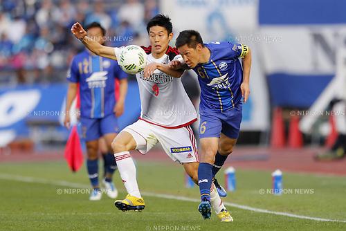 (L-R) An Byong Jun (Zweigen), Ri Han Jae (Zelvia), MARCH 20, 2016 - Football /Soccer : 2016 J2 League match between FC Machida Zelvia 2-1 Zweigen Kanazawa at Machida Stadium in Tokyo, Japan. (Photo by Yusuke Nakanishi/AFLO SPORT)