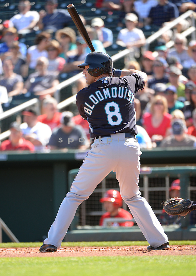 Seattle Mariners Willie Bloomquist (8) during a spring training game against the Cincinnati Reds on March 8, 2015 at Goodyear Ballpark in Goodyear, AZ. The Reds beat the Mariners 10-1.